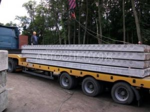 Перевозка бетонных плит фото